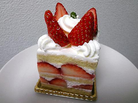 新宿区・西新宿:イチゴたっぷりの二層構造ショートケーキ「ハイアット リージェンシー東京 ペストリーショップ」