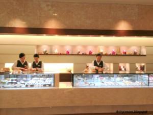 新宿区・西新宿:ショートケーキ「ハイアット リージェンシー東京 ペストリーショップ」