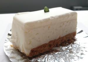港区・赤坂見附:濃厚なのにやさしい味わいのチーズケーキ「しろたえ」