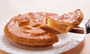 千代田区・九段下:ホテル開業当時から続く伝統のアップルパイ「ホテルグランドパレス ケーキ&ベーカリー ジュリー」