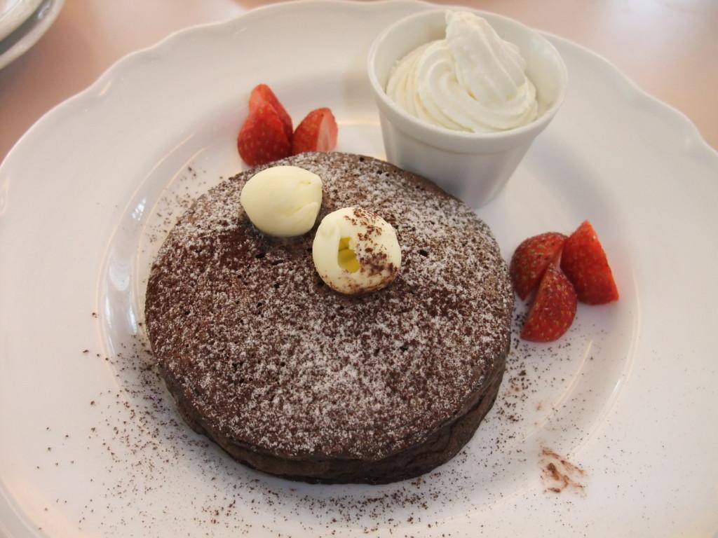 渋谷区・表参道:天使が運ぶ幸せのパンケーキ「Deux Anges」