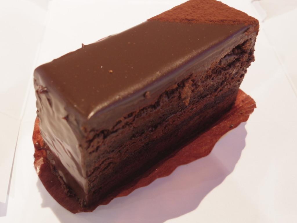 新宿区・飯田橋:リッチで濃厚なビターチョコレートケーキ「パティスリー・ks-・ヴァンソン」