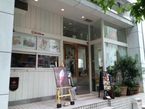 渋谷区・神南:バラのパフェ「SILKREAM」
