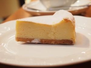 千代田区・丸の内:濃厚なカマンベールチーズがたっぷりのチーズケーキ「タント・マリー」丸の内オアゾ店