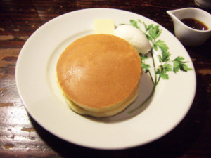 渋谷区・外苑前:自慢のコーヒーと一緒に楽しみたいパンケーキ「珈琲専門店 香咲」